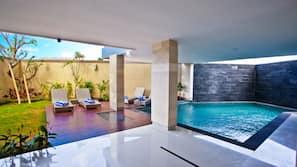 실내 수영장, 야외 수영장, 일광욕 의자