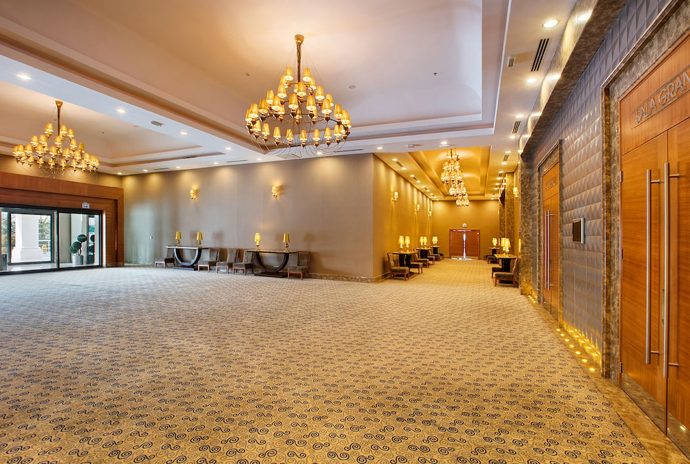 Reception Hall, DoubleTree by Hilton Hotel Van