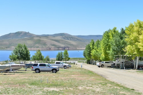 Gunnison Lakeside RV Park & Cabins – A Cruise Inn Park