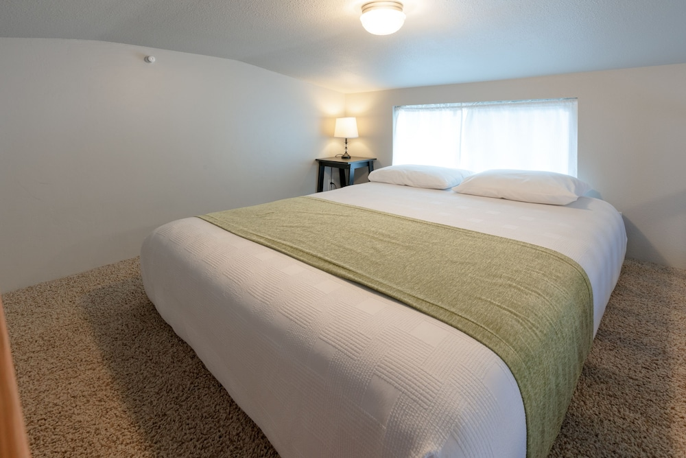 Room, Oceanside Beachfront RV Resort
