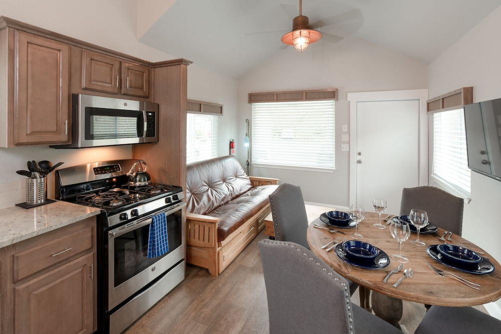 Private Kitchen, Oceanside Beachfront RV Resort