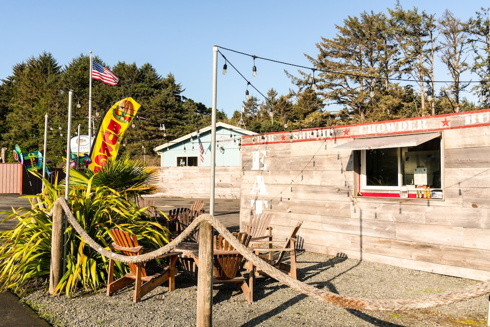 Snack Bar, Oceanside Beachfront RV Resort