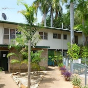 Palm Court Budget Motel Hostel/Backpackers