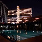 ด้านหน้าของโรงแรม - ช่วงเย็น/กลางคืน