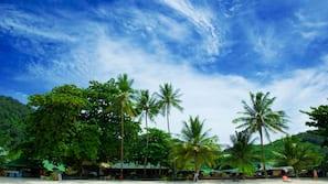 บนชายหาด, เก้าอี้อาบแดด, ร่มชายหาด, ดำน้ำ