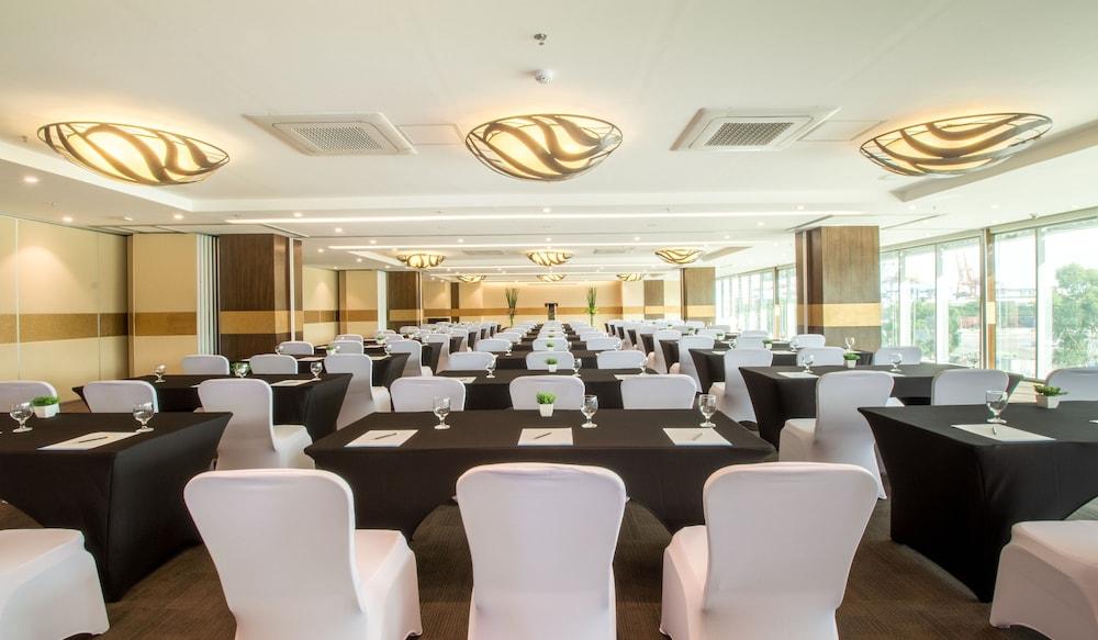 Bayfront Hotel Cebu Reviews Photos Rates