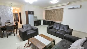 3 bedrooms, Egyptian cotton sheets, premium bedding, down duvets
