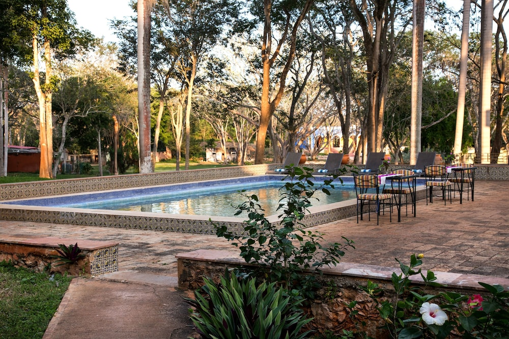 Outdoor Pool, La Casa del Mago