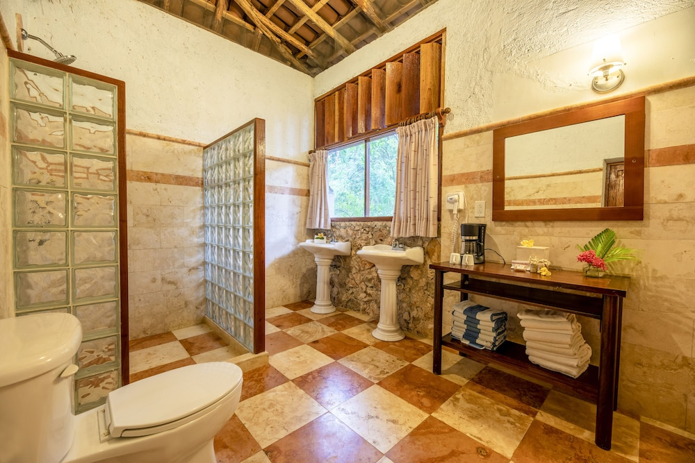 Bathroom, La Casa del Mago