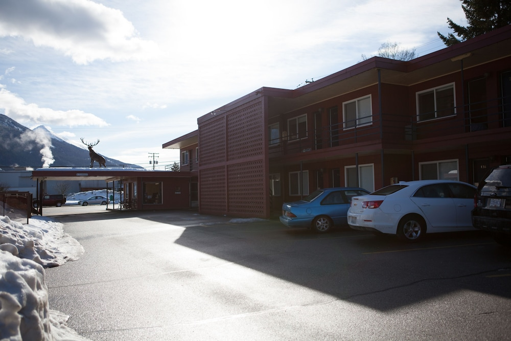 Parking, Revelstoke Lodge