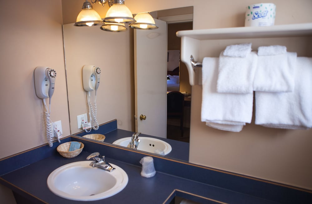 Bathroom, Revelstoke Lodge