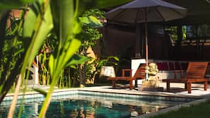11 outdoor pools, sun loungers