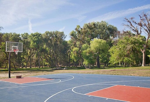 Sport Court, Soledad Canyon RV & Camping Resort