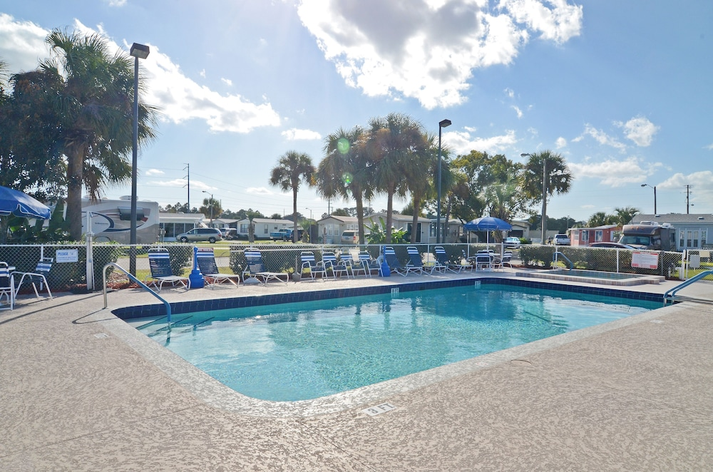 Outdoor Pool, Southern Palms RV Campground Resort