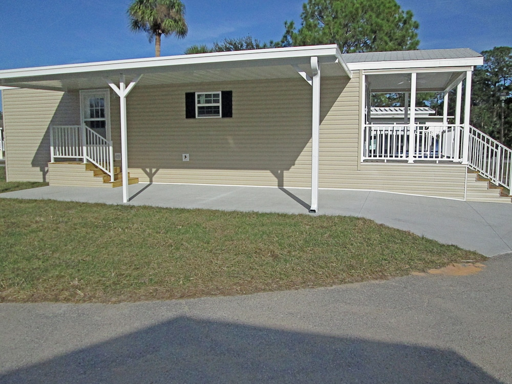 Exterior, Southern Palms RV Campground Resort