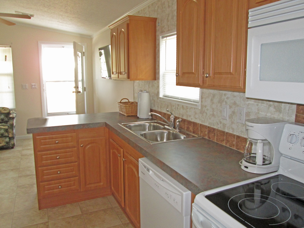 Private Kitchen, Southern Palms RV Campground Resort