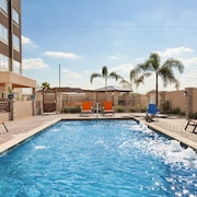 Holiday Inn Express & Suites Edinburg-McAllen Area