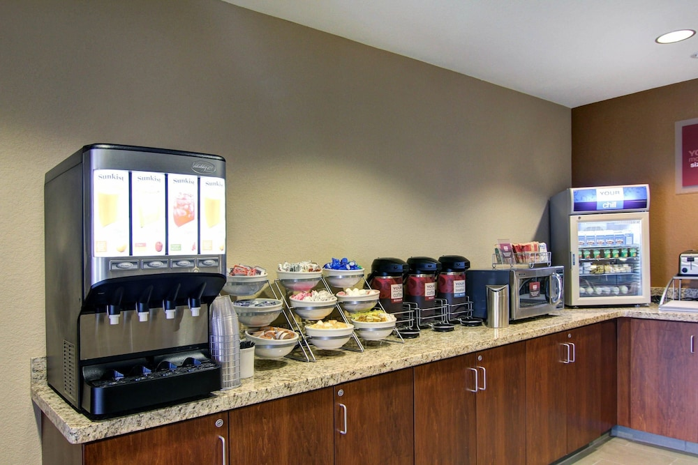 Breakfast Area, Comfort Suites Carlsbad