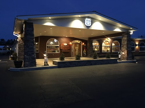 $69 Lake George Hotels with a Jacuzzi or Hot Tub in Room