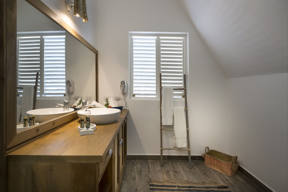 Bathroom, Punta Rucia lodge by Mint