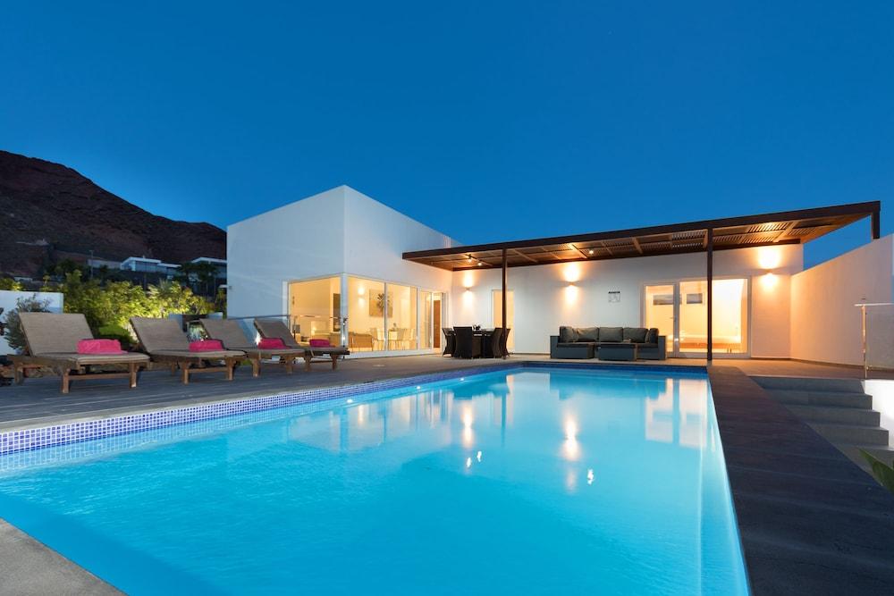 Hoopoe villas lanzarote reviews photos rates for Design hotel lanzarote