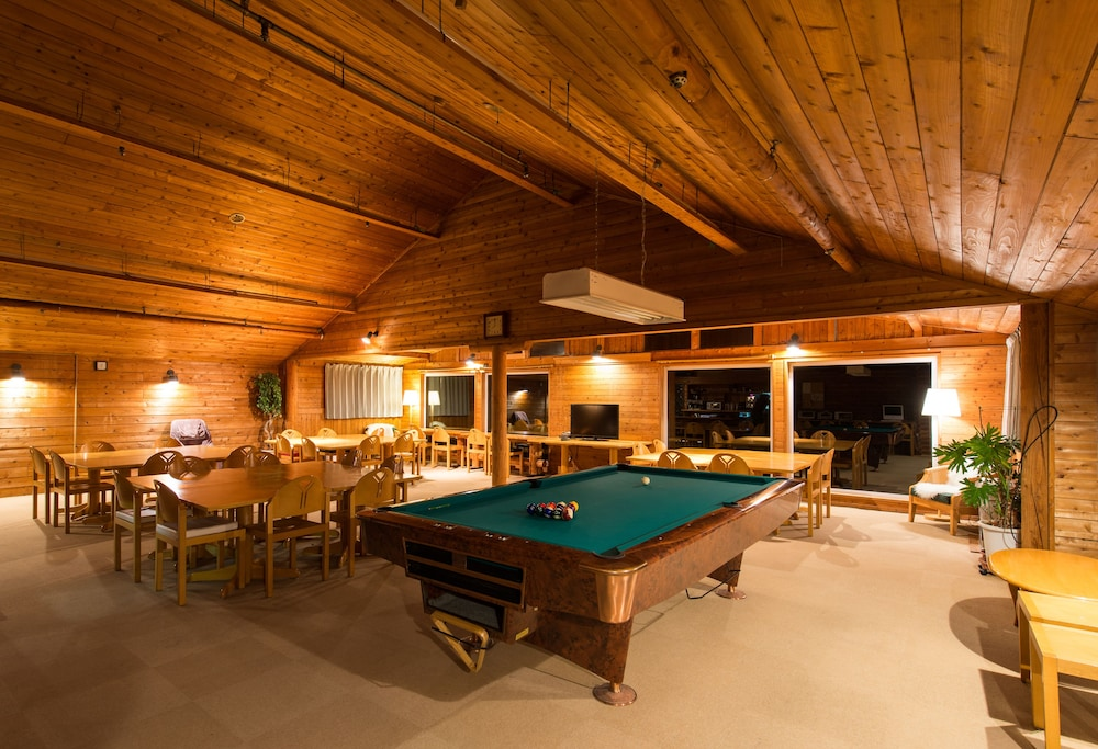 Billiards, Moiwa Lodge - Hostel