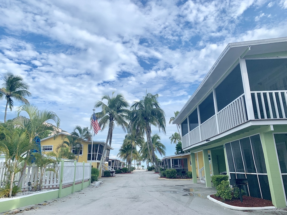 Sensational Beachview Cottages In Fort Myers Hotel Rates Reviews On Download Free Architecture Designs Photstoregrimeyleaguecom