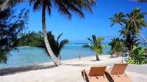 Beach nearby, white sand, snorkelling, beach yoga