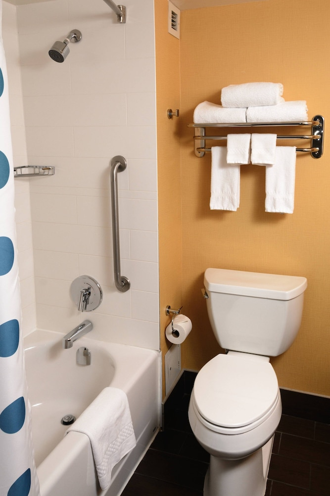 Bathroom, TownePlace Suites by Marriott Toronto Northeast/Markham