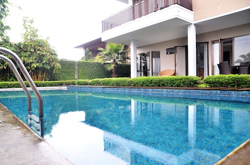 Elok Villa Dago Private Pool