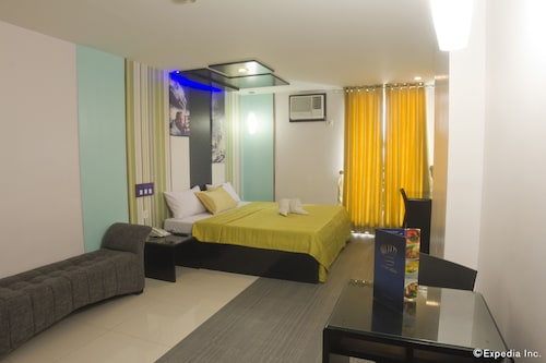 Hotel DreamWorld North EDSA