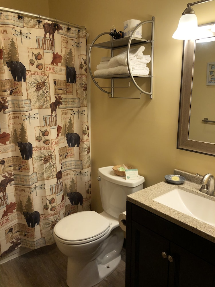 Bathroom, The Olympia Lodge
