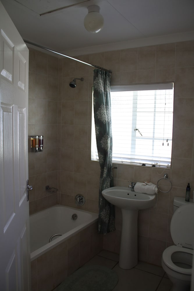 Bathroom, Lincoln Cottages