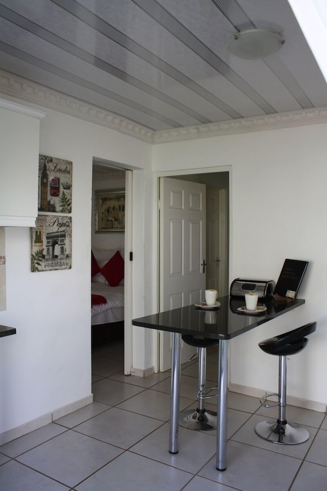 Private Kitchenette, Lincoln Cottages