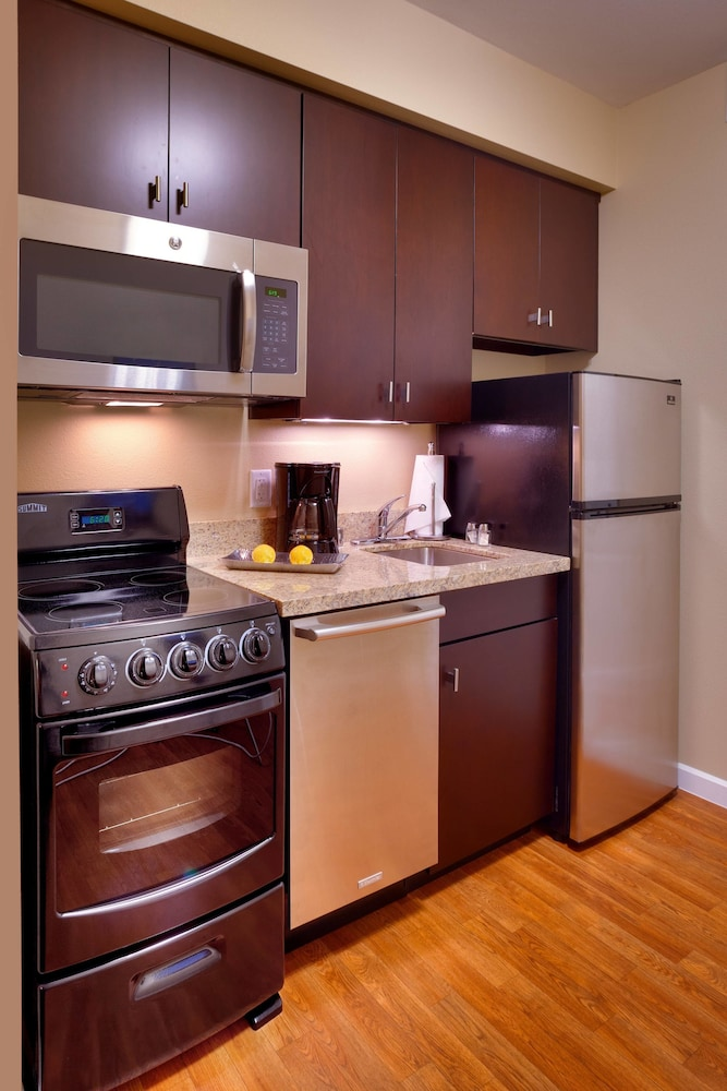 Private Kitchen, TownePlace Suites Missoula