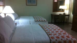 Pillowtop beds, desk, free WiFi