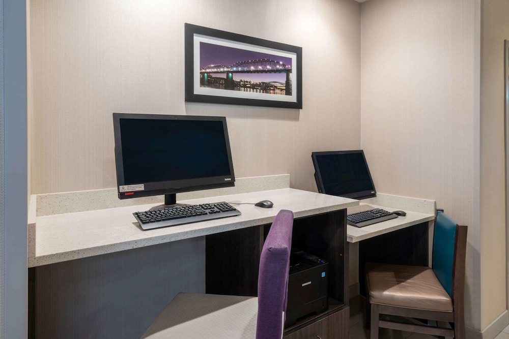 Business Center, La Quinta Inn & Suites by Wyndham Chattanooga - Lookout Mtn