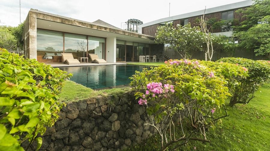 Jimbaran Balangan BeachFront Villa Nakar