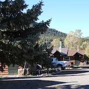 Foothills Lodge and Cabins