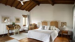 Zimmersafe, Schreibtisch, kostenlose Babybetten, Zustellbetten