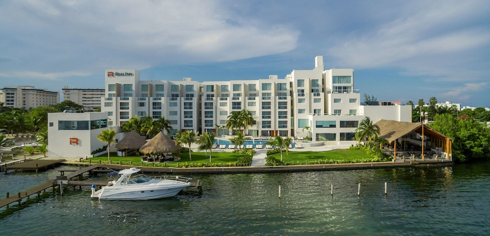 Exterior, Real Inn Cancun