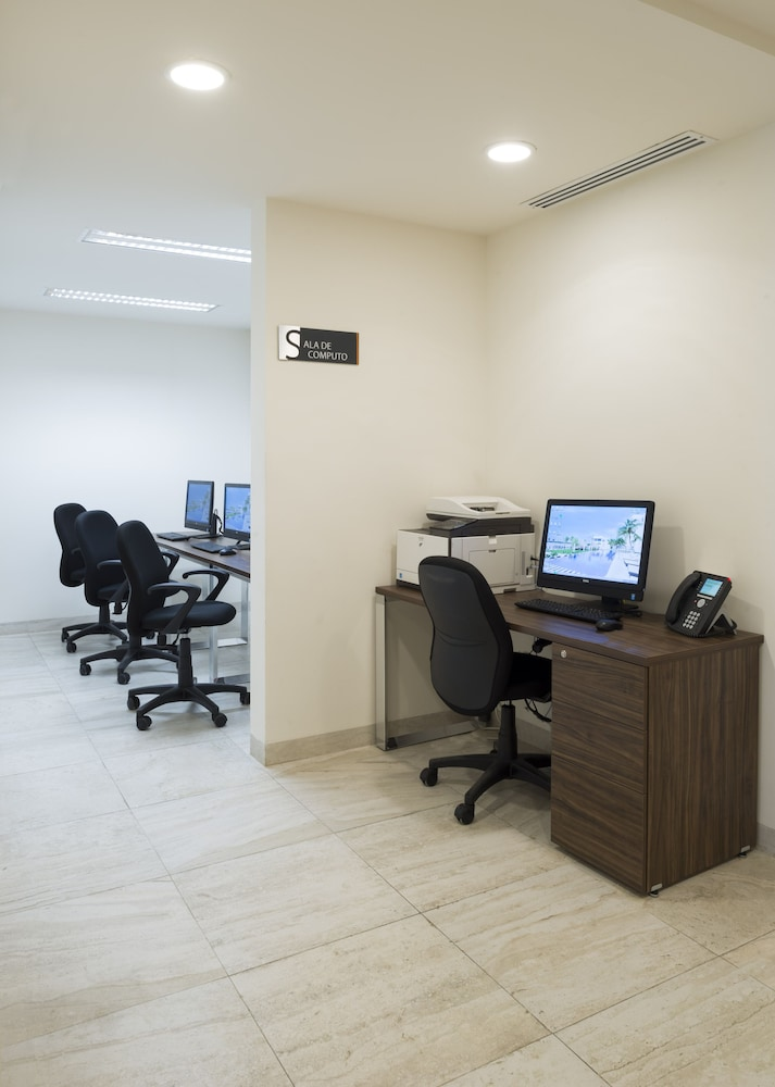Business Center, Real Inn Cancun