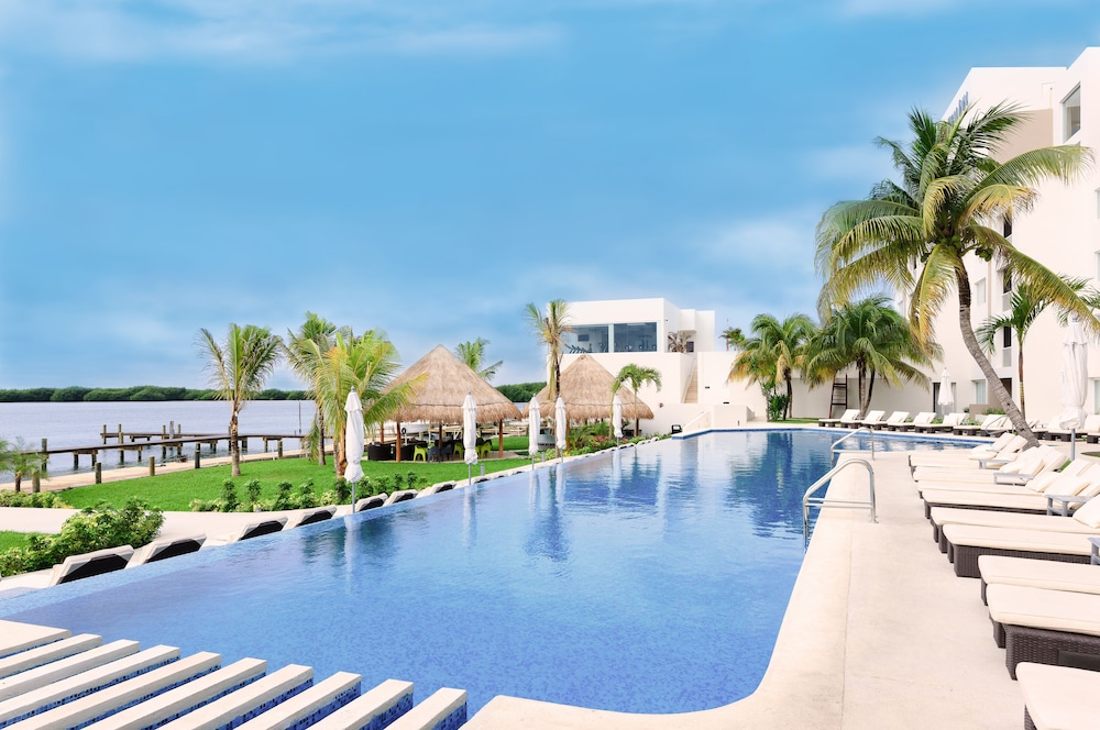 Outdoor Pool, Real Inn Cancun