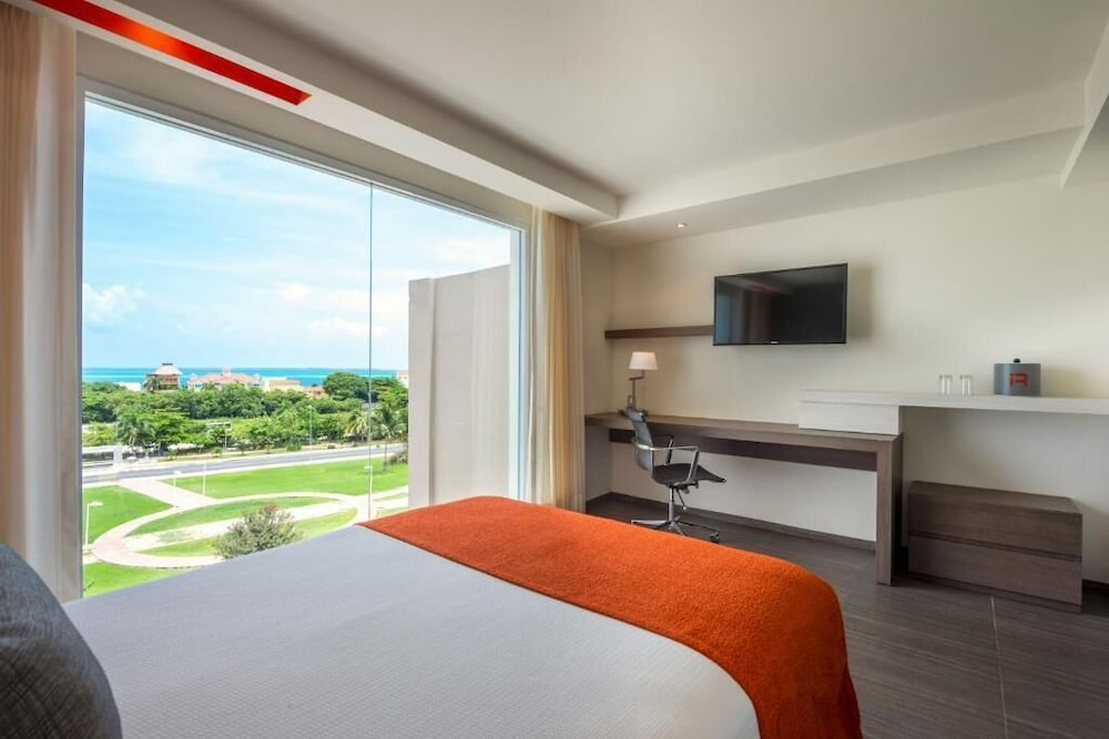 Room, Real Inn Cancun