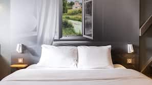Premium bedding, down duvet, desk, soundproofing