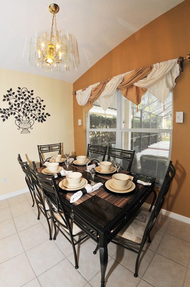 Book rent a villa eagle management davenport davenport for Best private dining rooms orlando