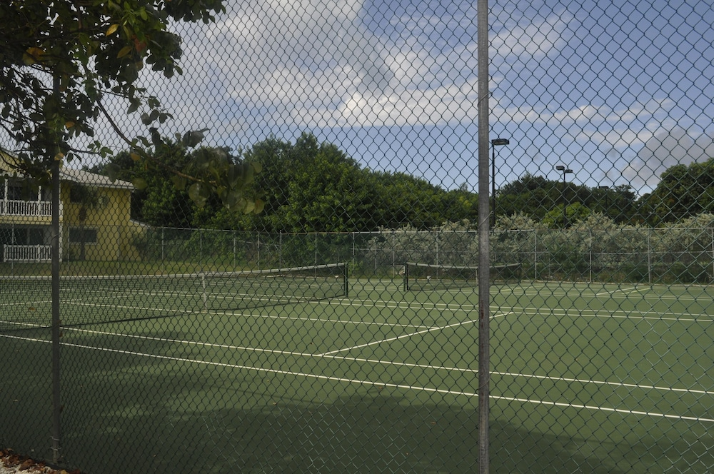 Tennis Court, Abaco Getaway by Living Easy Abaco