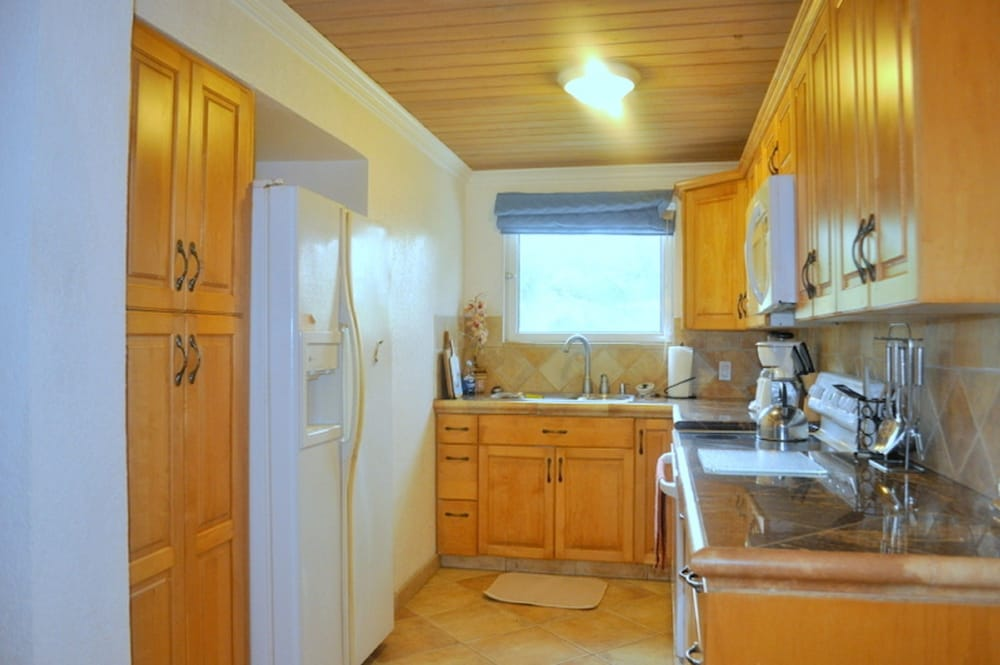 Private Kitchen, Abaco Getaway by Living Easy Abaco