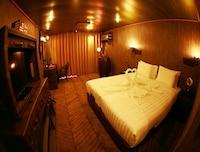 Vintage Luxury Yacht Hotel (29 of 34)