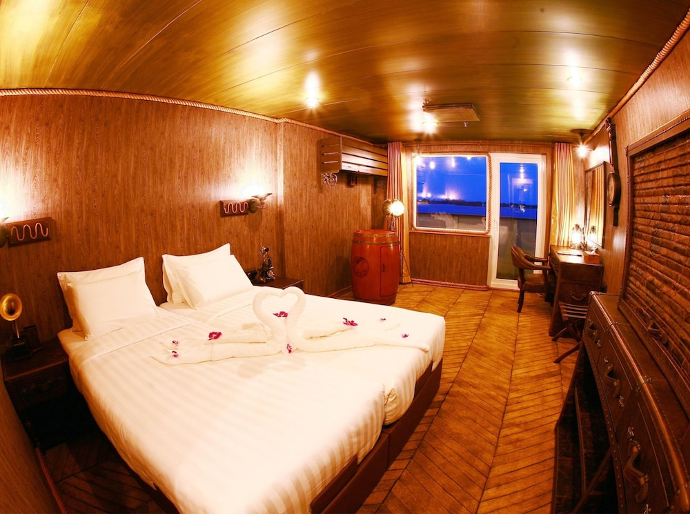 Book vintage luxury yacht hotel yangon hotel deals for Hotel vintage luxury yacht